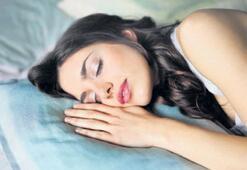 'Düzensiz uyku çekenler süt içmeli'