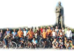 Dünyayı, bisiklete binerek kurtarın