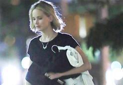 Jennifer Lawrence sevgilisiz dolaşıyor