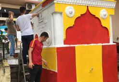 Çeşme ve banklar sarı kırmızıya boyandı