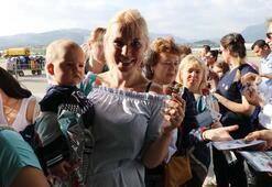 Büyük gövdeli uçakla gelen 224 Rus turist böyle karşılandı