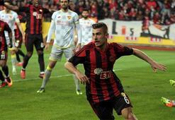 Beşiktaş, Dorukhan Toköz ile anlaştı