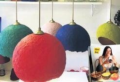 Kullanılmış kağıtlardan renkli tasarımlara