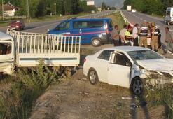 Otomobille kamyon çarpıştı: 5 yaralı