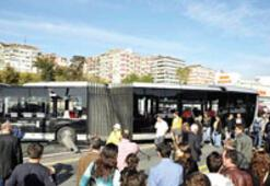 Metrobüs hattında yeni kaza