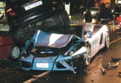 İtalyan polisinin Lamborghini'si hurdaya çıktı