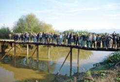 3 köyün dileği kamyon taşıyabilecek bir köprü