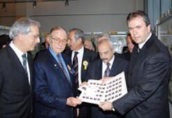 PTT'den Selçuk Yaşar adına özel anı pulu