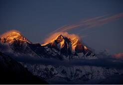 Evereste tırmanan 2 dağcı öldü