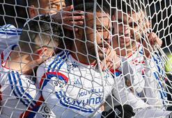 Lyon kaçıyor, PSG ve Marsilya kovalıyor
