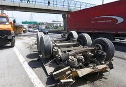 Sultanbeylide damper üst geçide asılı kaldı Trafik felç
