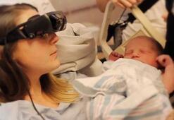 Görme Engelli Anne Elektronik Gözlük Sayesinde Bebeğini Gördü