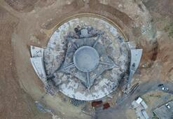 Ay yıldız şeklindeki cami Sivastan yükseliyor