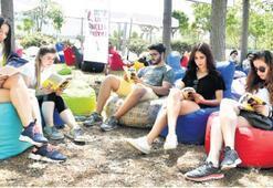 İnciraltı festival alanı gençlerle dolup taştı