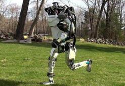 Boston Dynamicsin Atlas adlı robotu artık insan gibi koşabiliyor