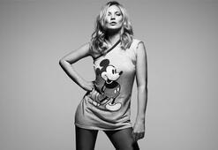 Ünlülerden Mickey Mouse pozu