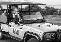 Genç modelden safari parkta üstsüz poz