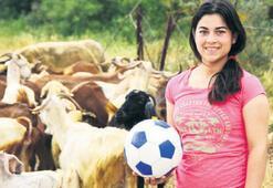 Melek'in hayali futbolcu olmak