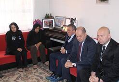 Trabzonspor yönetimi Özgecan Aslanın ailesini ziyaret etti