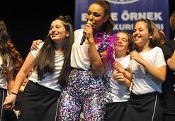 Ziynet Sali, 300 çocukla birlikte konser verdi