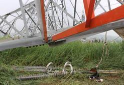 Yüksek gerilim hattı direği işçilerin üzerine düştü