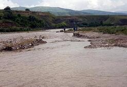 Akıntıya kapılan koyunları kurtarmak isteyen 2 çocuk çoban boğuldu