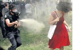 Kırmızılı kadın davasında polisler birbirini suçladı