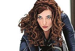 Scarlett, Demir Adam'a yaradı