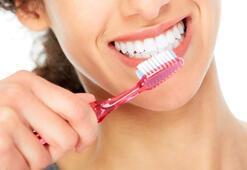 Dişlerini sert fırçalayanlar dikkat