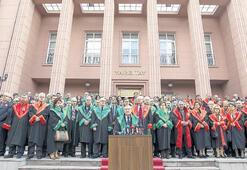 Yüksek Yargı'da cübbeli protesto