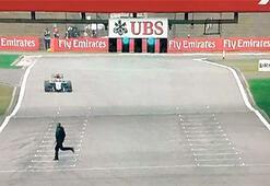 F1de piste seyirci girdi
