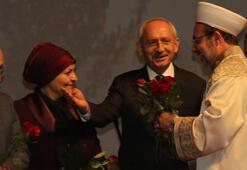 Davutoğlu ve Kılıçdaroğlunun gül jesti