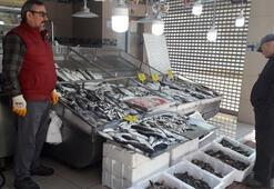 Tezgahlar lapin, iskorpit ve iskiri balıklarıyla şenlendi