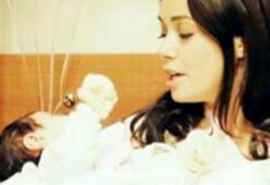 Özgü Namal evde hipnozla doğum yaptı