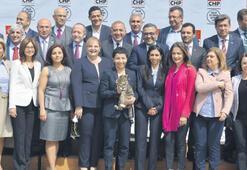CHP İstanbul'dan kedili tanıtım