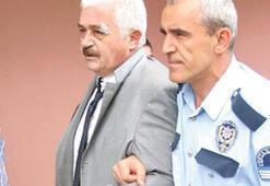Adliye önünde sanık avukatına saldırdılar