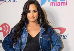 Demi Lovatonun kıyafeti olay oldu