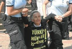 Meclis önünde nükleer protestosu