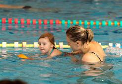 Engelli çocuklar havuzla buluşuyor