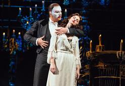 'The Phantom of the Opera'dan Anneler Günü özel