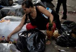 Elektrikler kesildi, su yok Venezuela batmak üzere...