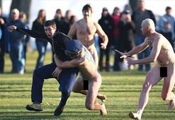 Çıplaklar maçında ilginç protesto