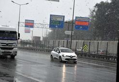 Son dakika: İstanbulda kar yağışı etkisini artırdı