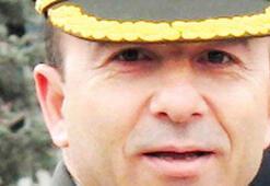 Komutanın otomobili minibüsü biçti: 4 ölü