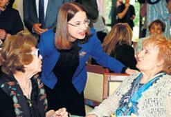 Aile Bakanı İslam'dan yaşlı bakımevi ziyareti
