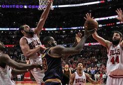 LeBron James, Bullsu son saniyede yıktı