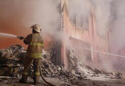 İzmirde ambalaj fabrikasında yangın: 4 yaralı