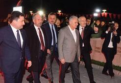 Başbakan Yıldırım, 15 Temmuz Şehitler Anıtını ziyaret etti