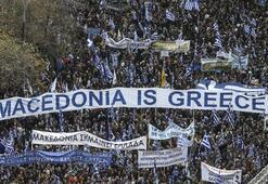 Yunanistanda yüzbinler sokağa indi