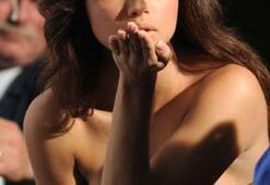 Adriana Lima, dizi setinde